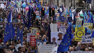 İngiltere'nin başkenti Londra'da 1 milyon kişi Brexit'i protesto etti