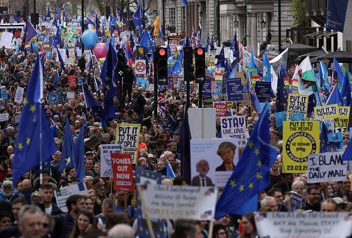 """Марш в Лондоне: """"Пусть решает народ!"""""""