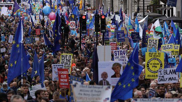 Brexit: Δεκάδες χιλιάδες διαδηλωτές ζητούν δεύτερο δημοψήφισμα