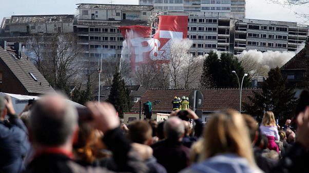 Duisburg: Wohnkomplex gesprengt