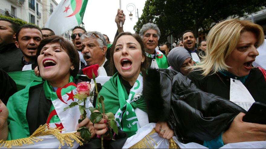 ویدئو؛ راهپیمایی الجزایریهای مقیم فرانسه در مخالفت با بوتفلیقه