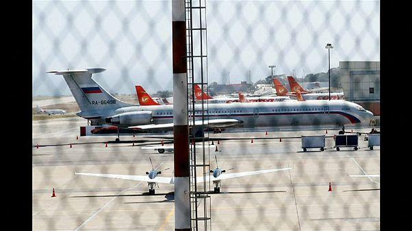 Polémico desembarco en Venezuela de aviones y militares rusos