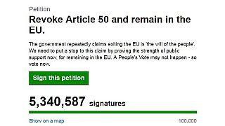 Ötmilliós, minden rekordot megdöntő petíció a brexit ellen