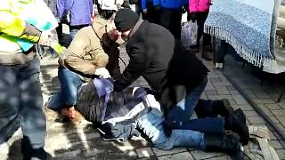 """Video: """"Odin'in Askerleri""""nden Finlandiya Dışişleri Bakanı Timo Soini'ye saldırı"""