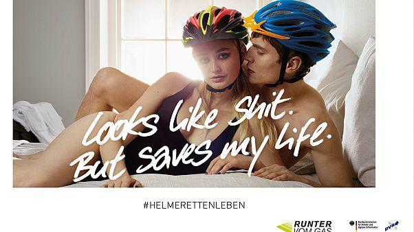 Güvenli bisiklet kullanımı için iç çamaşırlı kampanya cinsiyetçi bulundu