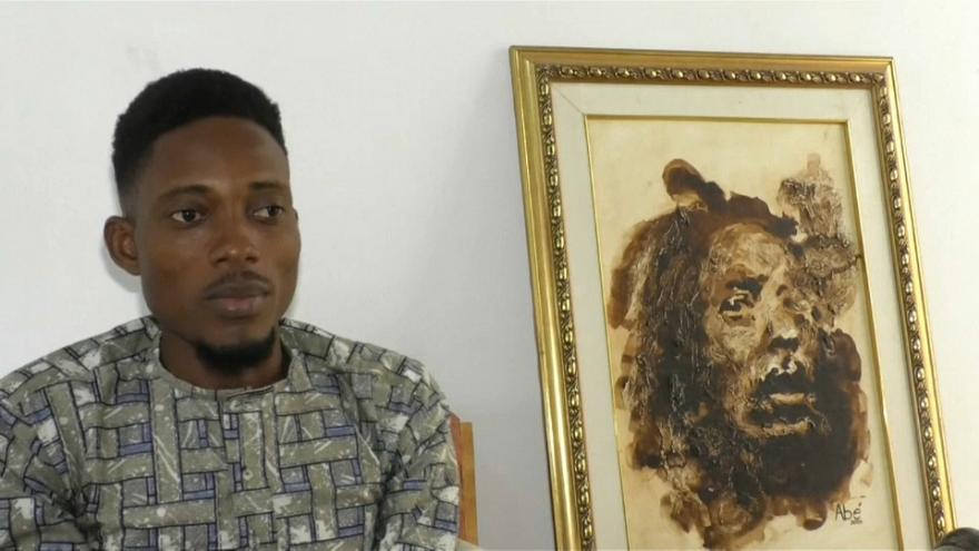 Mit Kaffee-und Kakaopulver verfeinert: Die Werke des ivorischen Künstlers Ulrich Abe