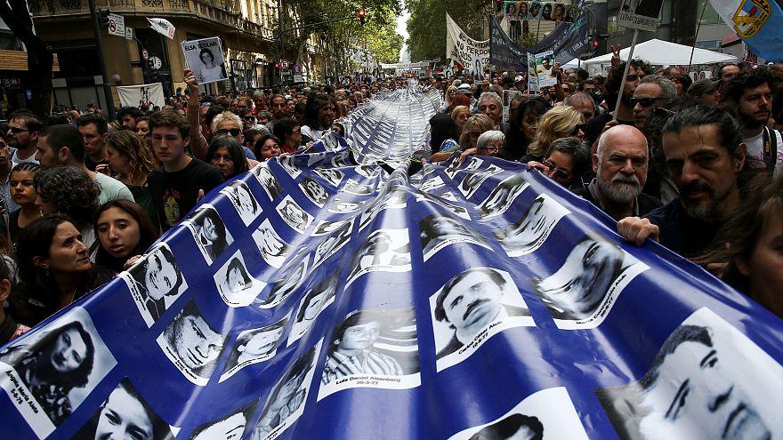 Recuerdan a las 30.000 víctimas desaparecidas durante la dictadura militar en Argentina