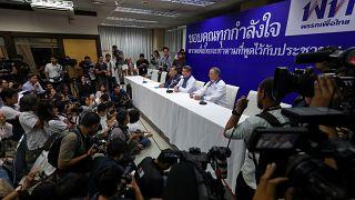 Tailândia: Partido pró-militar assume vitória