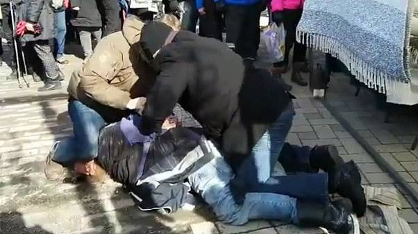ويدئوی دستگیری مهاجرستیزی که به وزیر امورخارجه فنلاند حمله کرد