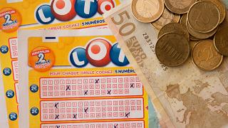 روماني اخترق نظام اليانصيب وفاز بها 14 مرة