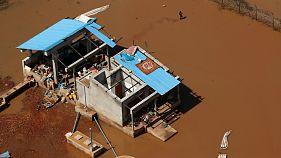 Uma casa destruída pelo Idai nas margens do rio Búzi
