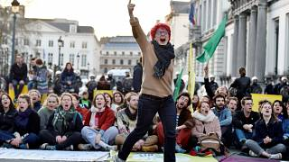 """Breves de Bruxelas"": Clima, China, ExxonMobil e Manneken Pis"