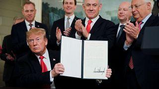 ترامب يوقع مرسوم اعتراف الولايات المتحدة بسيادة إسرائيل على الجولان
