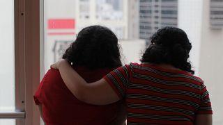شقيقتان سعوديتان هربتا من أسرتهما في هونج كونج يوم 20 مارس آذار 2019