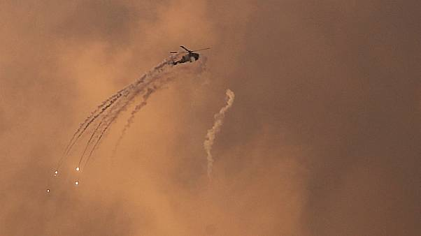 Hamász célpontok bombázásába kezdett Izrael a Gázai övezetben