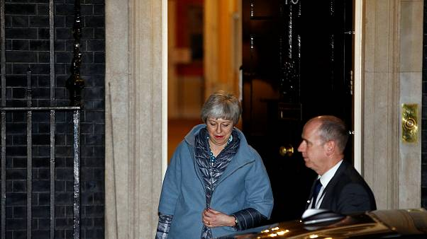 Parlamento mette May sotto tutela
