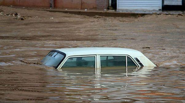 ادامه بارندگی در مناطق مختلف ایران؛ آبگرفتگی در تهران و بازگشت سیل به شیراز