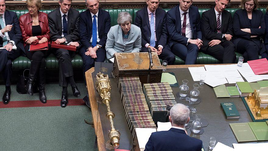 تيريزا ماي في البرلمان في لندن