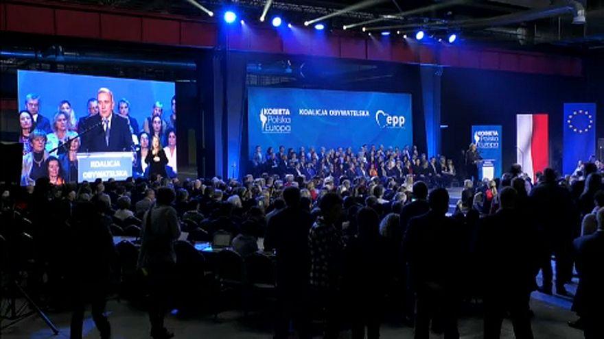 Polónia: Coligação pró-Europa convida ex-chefes de governo