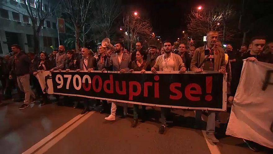 Belgrad: Regierungspartei stimmt für Neuwahlen