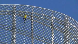 Robert scaled the 185-metre glass-fronted building in La Défense