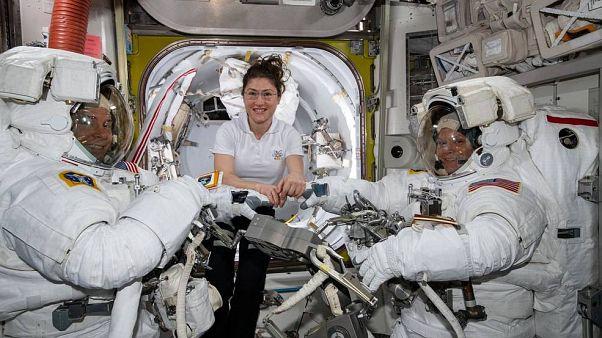 NASA: Ακυρώνεται ο πρώτος διαστήμικος περίπατος γυναικών λόγω έλλειψης κατάλληλων στολών!