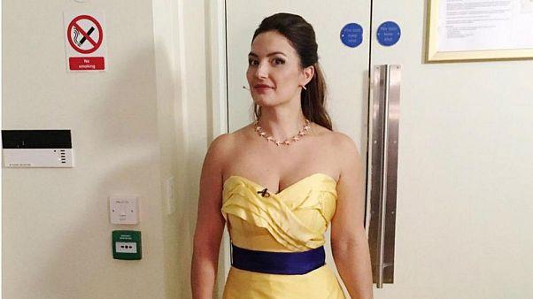 """Lecseréltették """"provokatív EU-párti"""" ruháját egy operaénekesnek londoni fellépésén"""