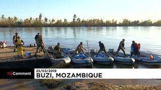 شاهد: البحرية البرتغالية توزع مساعدات على منكوبي موزمبيق