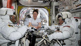 NASA отменило выход двух женщин в космос из-за размера скафандров