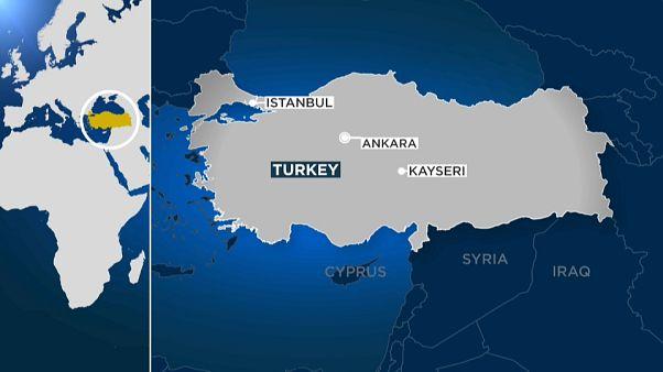 Schüsse am Flughafen Kayseri: 2 Polizisten verletzt