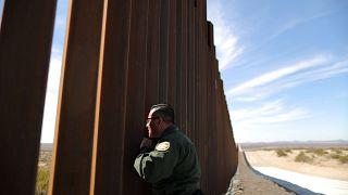 Стене между США и Мексикой быть