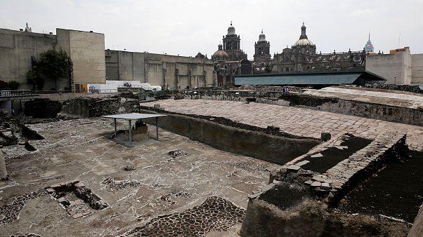 Nuevos tesoros podrían conducir a la tumba del emperador azteca en México