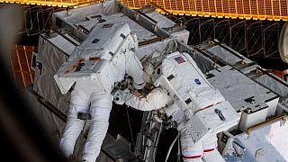 NASA cancela la histórica caminata espacial de solo mujeres por falta de trajes
