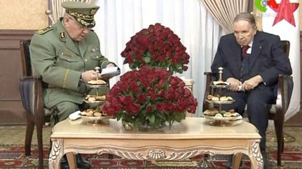 Le président algérien Bouteflika poussé vers la sortie par l'état-major