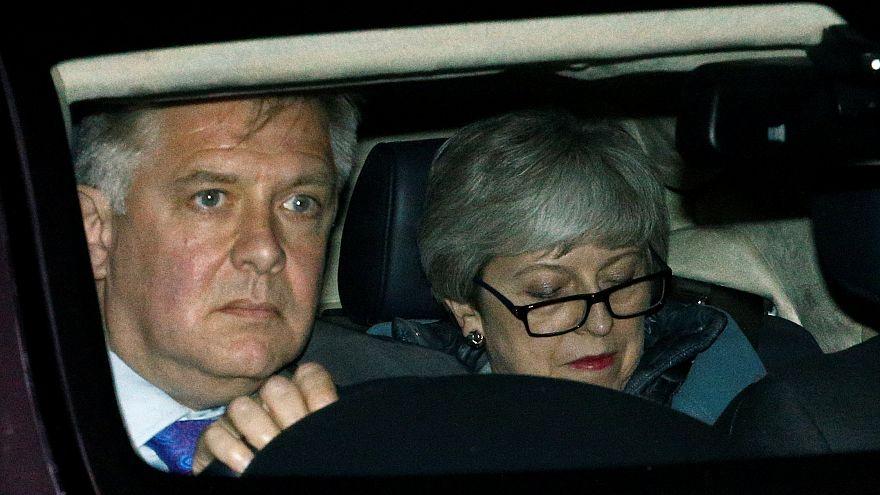 Theresa May entre o acordo e a saída... do governo