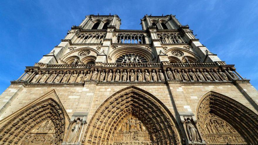 Video | Spiderman aus Frankreich erklimmt Wolkenkratzer, um bröckelnde Notre-Dame zu retten