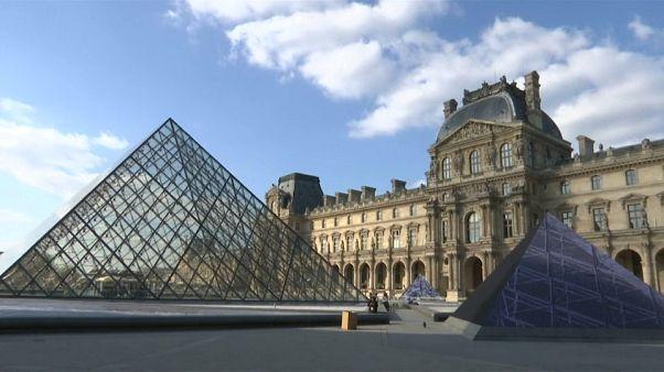 Une illusion d'optique géante pour les 30 ans de la Pyramide du Louvre