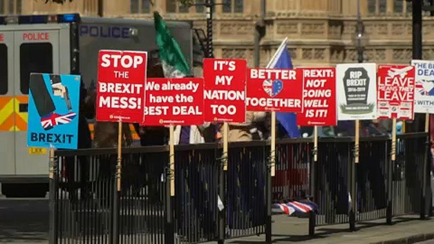 Deputados britânicos votam alternativas ao Brexit de May