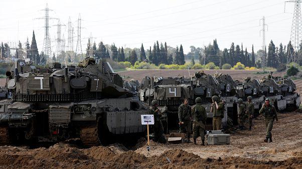 Csapatokat vezényelt Izrael a gázai határhoz