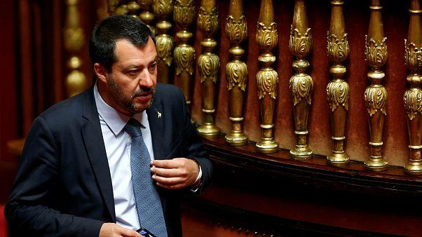 A hős gyerekekkel találkozik Salvini