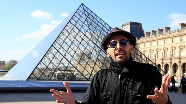 Pirâmide do Louvre faz 30 anos