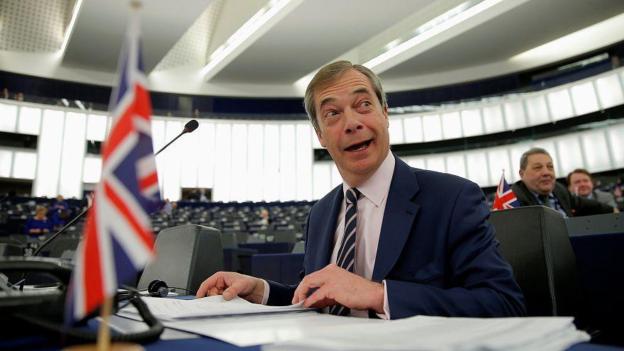 Eurodeputados britânicos terão transição salarial