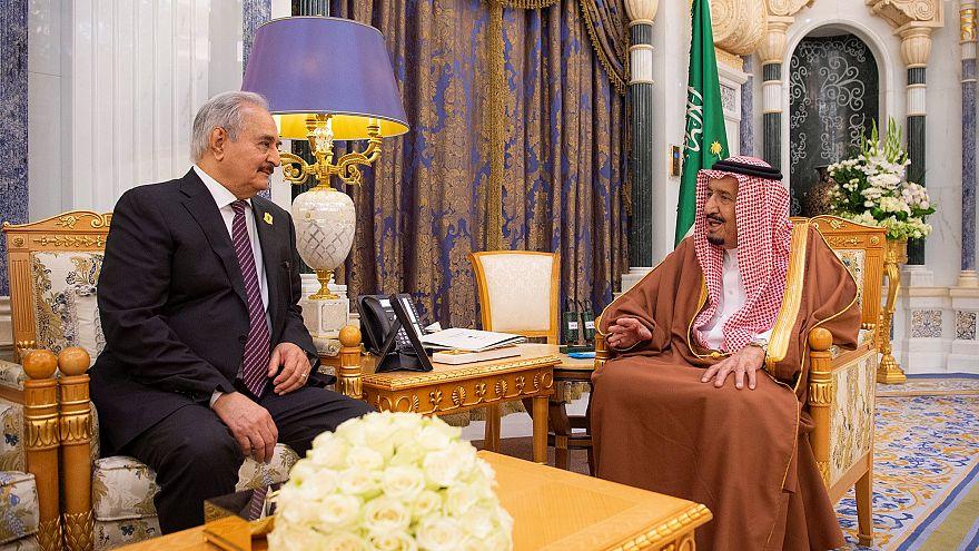 العاهل السعودي سلمان بن عبد العزيز يلتقي خليفة حفتر في الرياض
