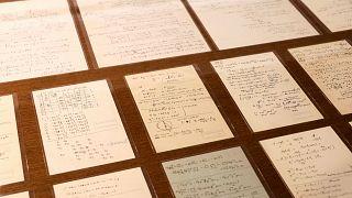 مجموعة وثائق علمية لأينشتاين معروضة في جامعة إسرائيلية في 6 مارس 2019