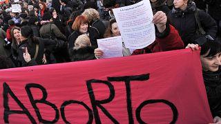 Adozioni al posto dell'aborto, la proposta di legge della Lega