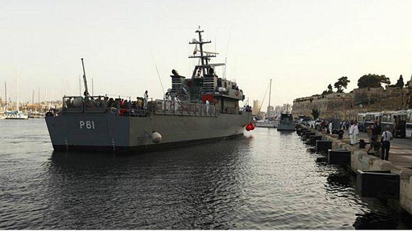 کشتی نیروی دریایی ویژه نجات مهاجران در دریا