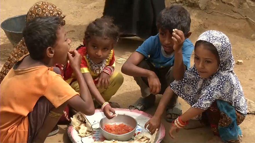 أطفال أسرة يمنية