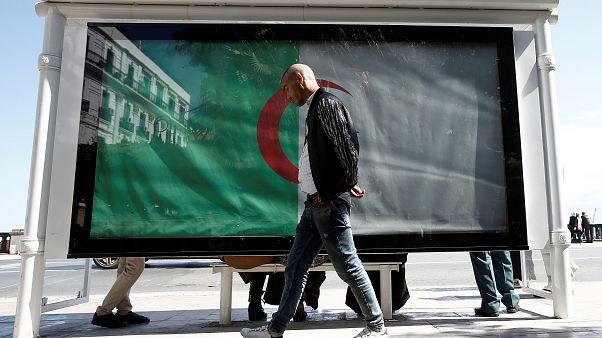 Abdelaziz Bouteflika est de plus en plus seul, lâché par ses soutiens