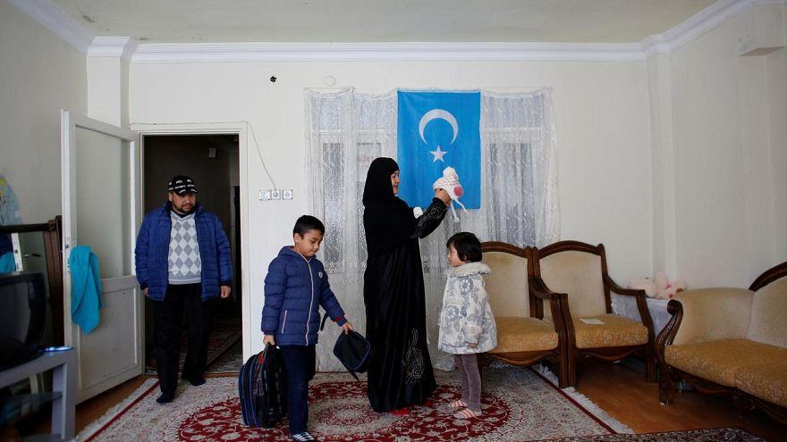 Türkiye'de oturma ve çalışma izni alamayan Uygurlar gelecekleri için endişeli
