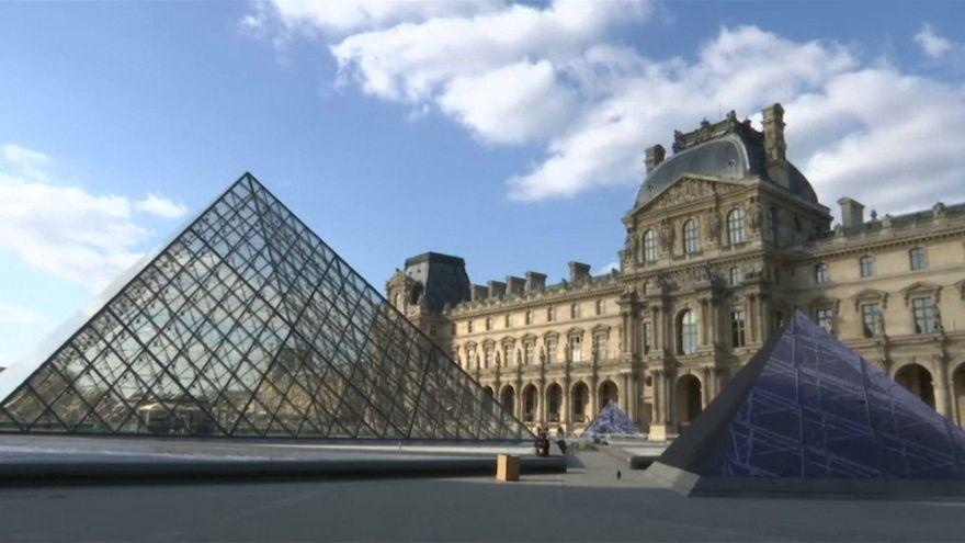 Una ilusión óptica para celebrar los 30 años de la pirámide del Louvre